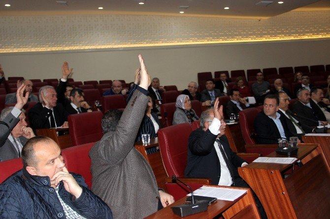 """Yalova Belediye Meclisi'nde """"Kilise"""" Gerginliği"""