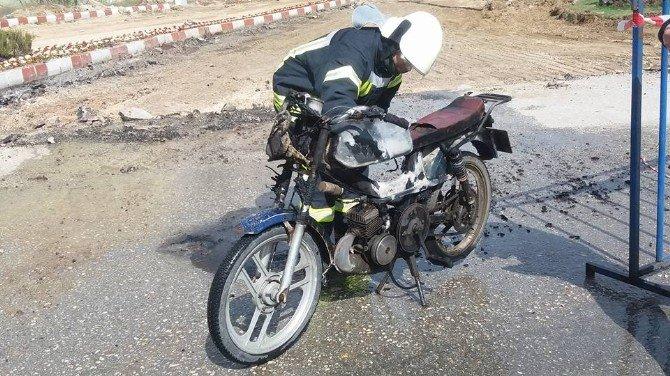 Seyir Halindeki Motosiklet Alev Aldı