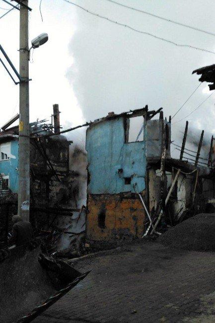 Afyonkarahisar'da Ahşap Evde Yangın