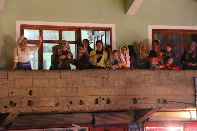 Başbakan Davutoğlu'ndan, Şehit Ailelerine Ziyaret