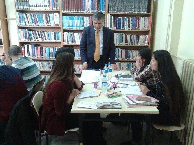 Başkan Aksoy'dan Üniversite Sınavlarına Hazırlanan Öğrencilere Moral Ziyareti
