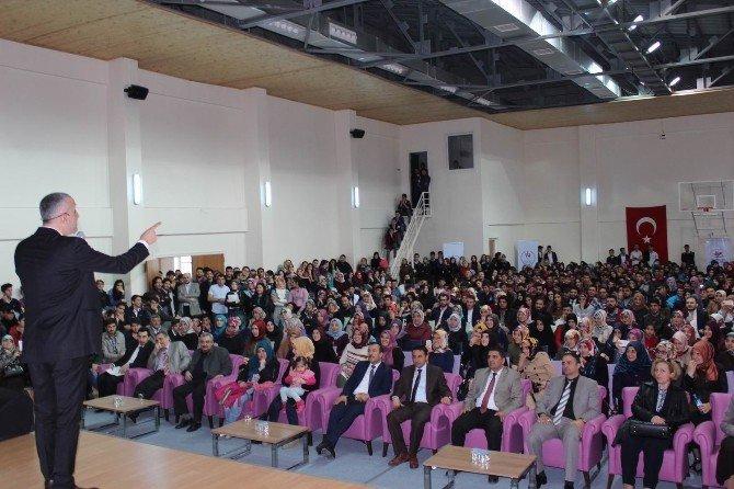 Bekir Develi Erzincan'da Gençlerle Buluştu