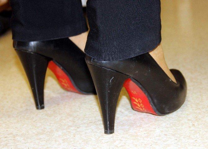 Uzun Süre Topuklu Ayakkabı Giyenlerde Kamburlaşma Tehlikesi