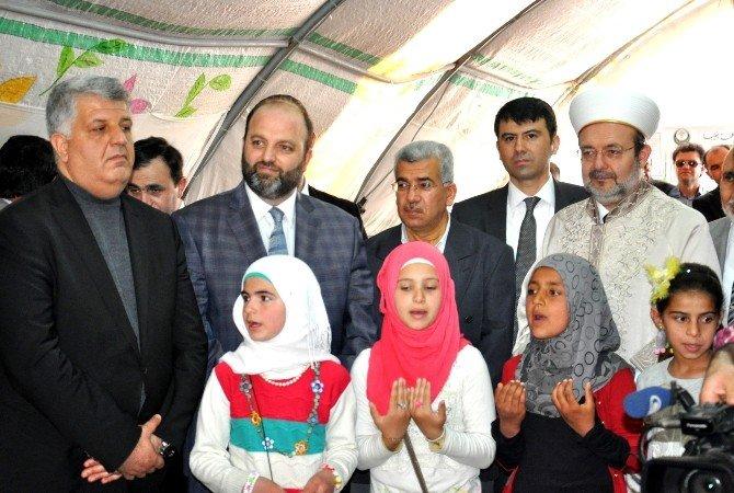 Diyanet İşleri Başkanı Görmez, Çadır Kentte Mültecilerle Bir Araya Geldi