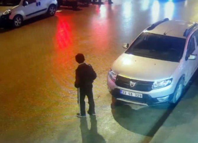Otomobilin çocuğa çarpma anı saniye saniye kameraya yansıdı