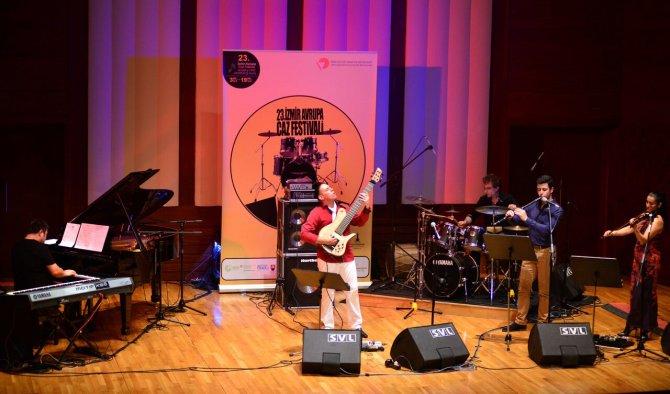 İzmir Avrupa Caz Festivali'nde dostluk ve sevgi şarkıları söylendi
