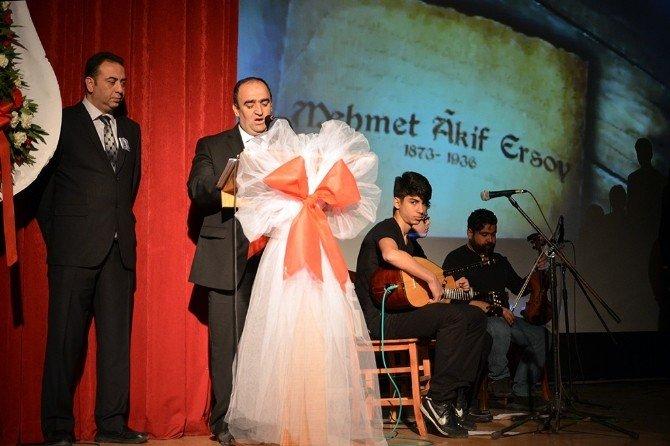 İstiklal Marşı'nın 95. Yılı Ve Mehmet Akif Ersoy İçin Foça'da Tören