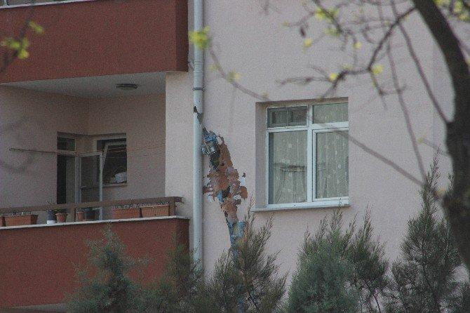 Kilis'te Askeri Lojmana Düşen Roket Mermisinin Patlamaması Faciayı Önledi