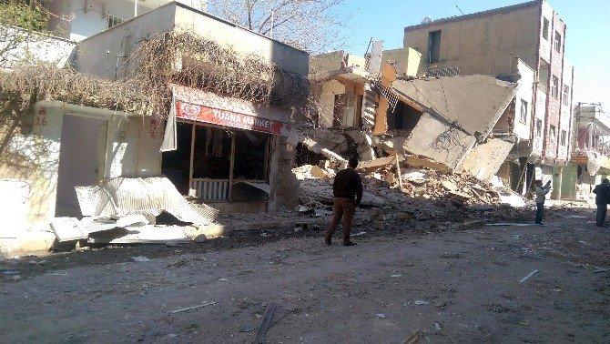 Nusaybin'deki Patlamada 2 Katlı Bina Yıkıldı