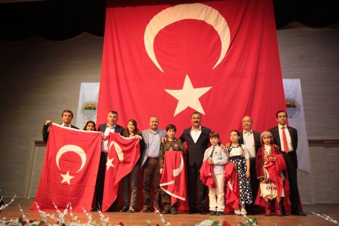 İstiklal Marşı'nı en güzel okumak için yarıştılar