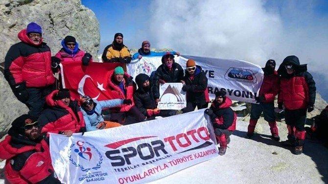 Muşlu Dağcı İran Demavent Dağı Tırmanışına Katıldı