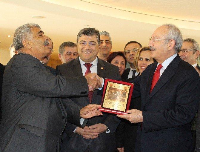 Kılıçdaroğlu, Kendisini Protesto Edenlerle Görüştü