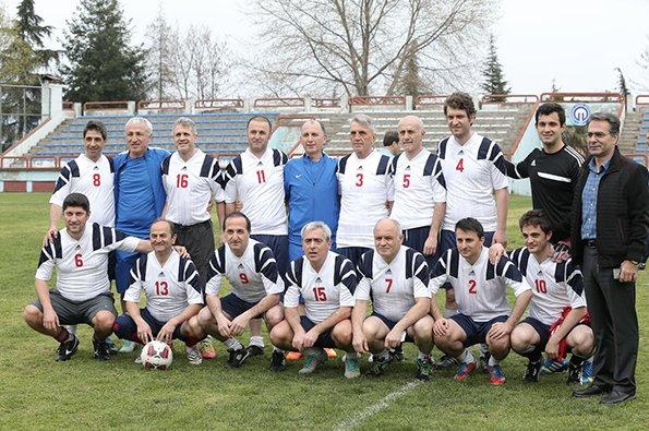 Trabzonspor başkanı, eski futbolcu ve doktorlarla maç yaptı