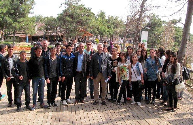 YGS Sınavı İçin Gazi Kente Gelen Öğrencilere Moral Yemeği
