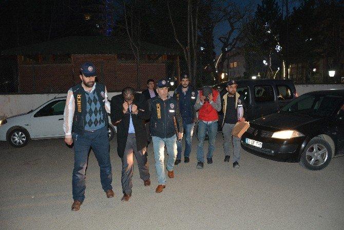 Atm'ye Kart Kopyalama Cihazı Yerleştiren Şahıslar Adliyede