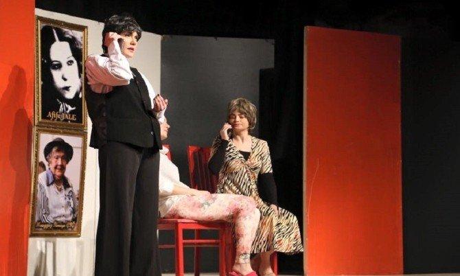 """""""Kadınlar Hep Gülmeli"""" Tiyatroseverler İle Buluştu"""