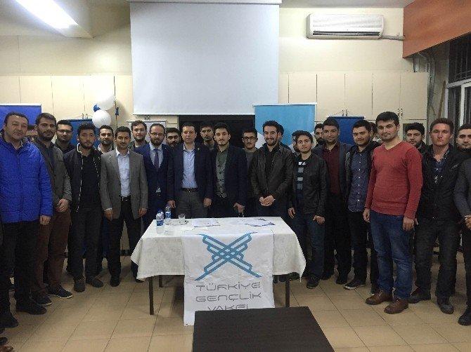 AK Partili Kaya, İzmir'de Gençlerle Bir Araya Geldi