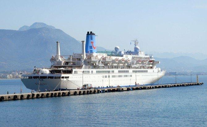 İngiliz Gemisi Bin 184 Turist, 496 Mürettebatıyla Alanya'da