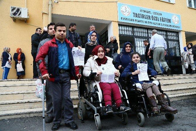 YGS'ye Giren Engelli Öğrencilerin Ulaşımı Özel Araçlarla Sağlandı