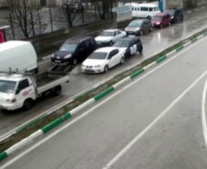 Çöp Kamyonu İle Çarpışan Otomobilin Altında Kaldı