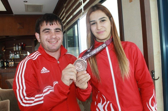 Buse, Gözünü Rio Olimpiyatlarına Çevirdi