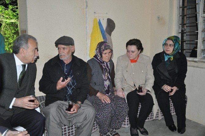 Bakan Sarı Adana'da Şehit Evlerini Ziyaret Ederek Taziye Dileklerinde Bulundu