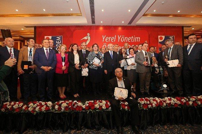 CHP Genel Başkanı Kılıçdaroğlu'ndan Başkanlara Ödül