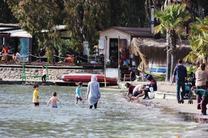 Sınav Stresini Akyaka Sahilinde Attılar