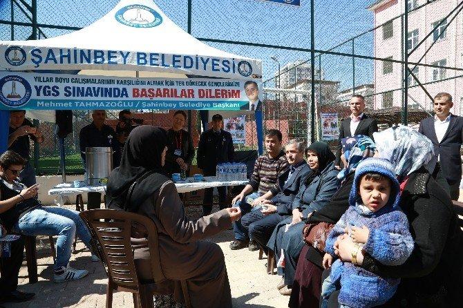 Şahinbey YGS'ye Giren Öğrenci Ve Ailelerini Unutmadı