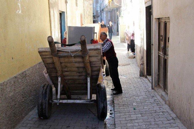 Sur'da Yasağın Kalktığı Mahalle Ve Sokaklara Vatandaşlar Akın Etti