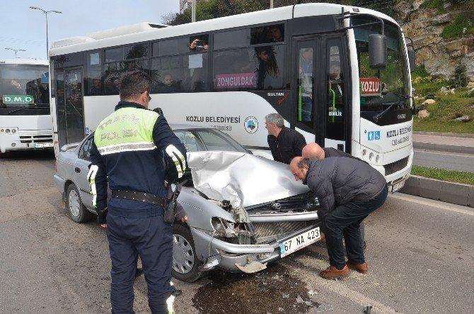 Direksiyon Hakimiyetini Kaybedince Halk Otobüsüne Çarptı