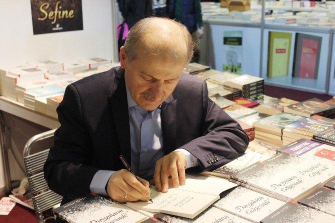 Belediye Başkan Yardımcısının 'Duyguların Gölgesinde' İsimli Şiir Kitabına Yoğun İlgi