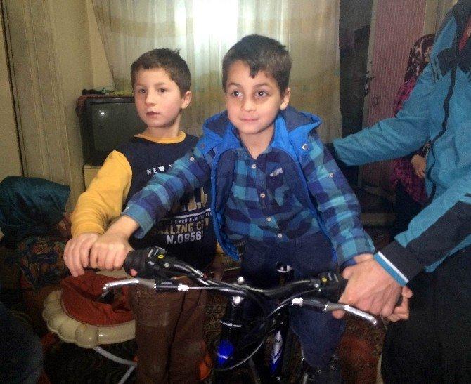 Esnafın Darp Ettiği Suriyeli Çocuğa Cumhurbaşkanı Erdoğan Bisiklet Hediye Etti