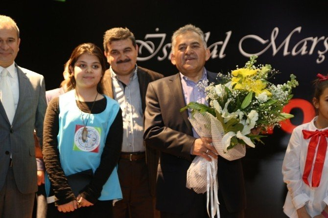 Melikgazi Belediyesi Çocuk Meclisince İstiklal Marşı'nı Okuma Yarışması Düzenlendi