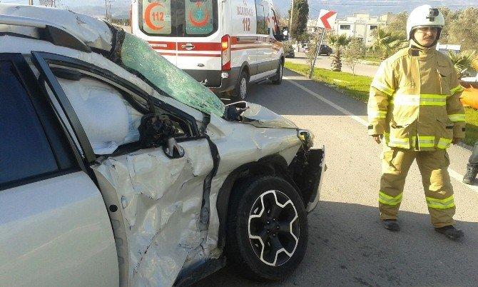 Kamyon İle Otomobil Çarpıştı Bir Yaralı
