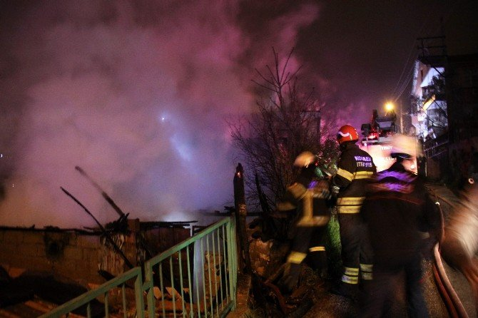 Kocaeli'de Boş Binada Yangın Korkuttu