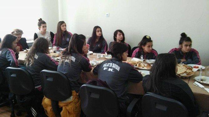 Malatya Bayan Futbol Takımından Mastöb'e Ziyaret