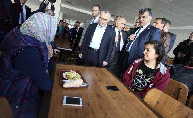 Bakan Ağbal, İktisat Öğrencileriyle Bir Araya Geldi