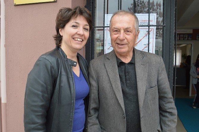 73 Yaşında, Kızıyla Sınava Girdi
