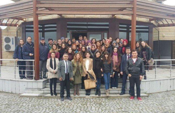 Öğretmen Adayları Sokak Hayvanları Bakım Merkezi'ni Gezdi