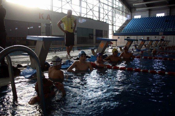 İtalyan Yüzme Antrenörü Corrado Rosso Kayseri'de Kalmak İstiyor