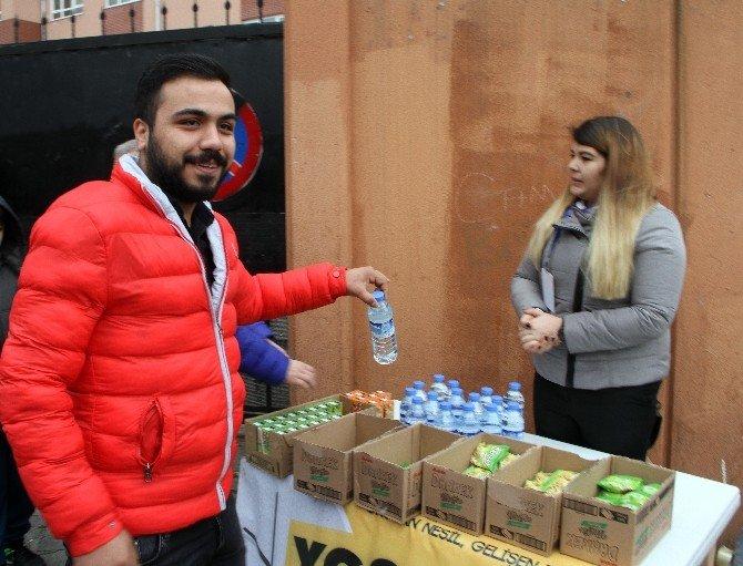Sultanbeyli'de YGS'ye Giren Öğrencilere Ulaşım Ve İkram Hizmeti