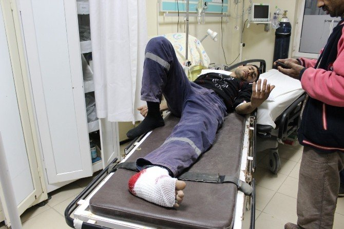 Ayağı Çöp Kamyonunun Mekanizmasına Sıkışan İşçi Yaralandı