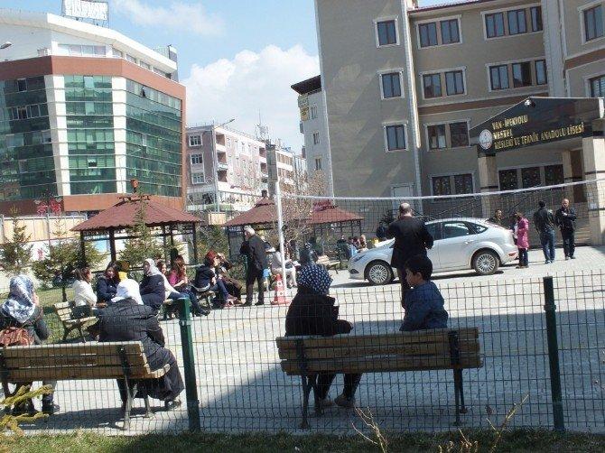Van'da 32 Bin Öğrenci, 124 Okul Ve 2 Cezaevinde YGS Heyecanı Yaşadı