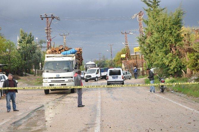 Şiddetli Yağmur Ve Fırtına Maddi Hasara Neden Oldu, 40 Ağaç Kökünden Söküldü