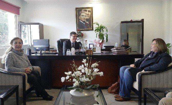 AK Parti İlçe Başkanı Demiralp, Sağlık Çalışanlarını Unutmadı
