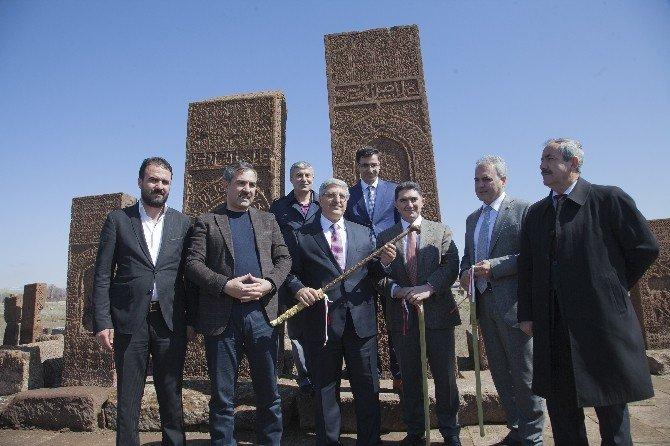 AK Partili Milletvekillerinin Ahlat Gezisi