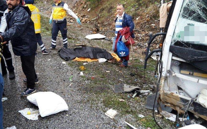 Antalya'da Romen Turistleri Taşıyan Midibüs Devrildi: 1 Ölü, 20 Yaralı