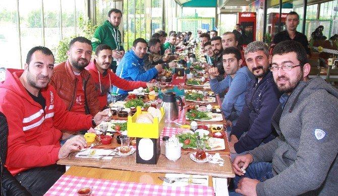 Antalyaspor Ve Bursaspor Taraftarları Kahvaltıda Buluştu