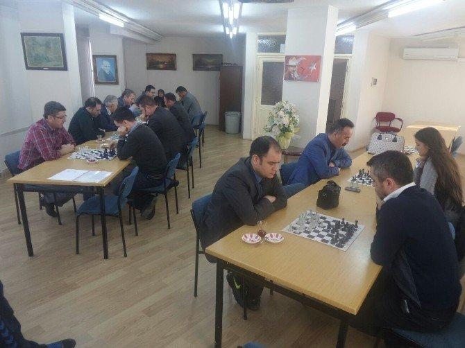 Öğretmenler Satranç Turnuvasında Yarıştı